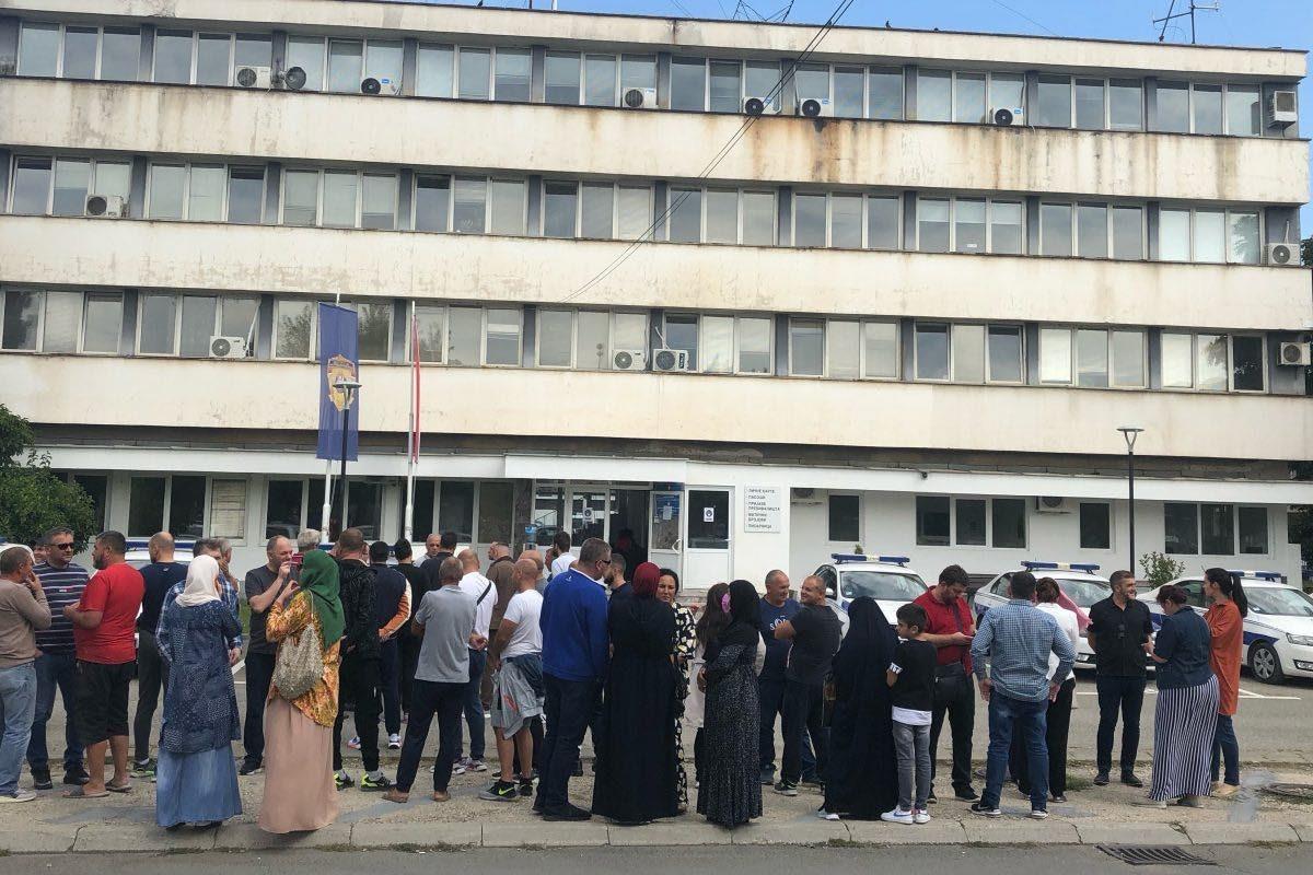 Dok traženi ratni zločinac Duško Kornjača šeta slobodno Novim Sadom država privodi učiteljice